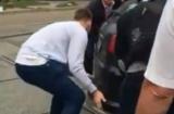 Замість евакуатора: у Києві городяни пересунули автохама